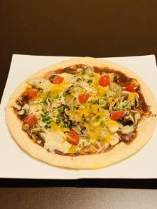 三種きのこのデミソースピザ